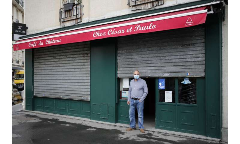 Paris hospitals on emergency footing as virus cases rise