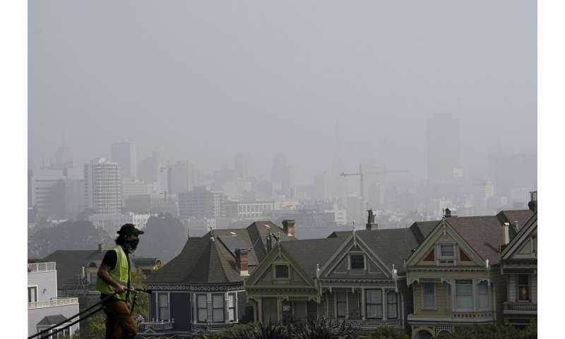 Wildfire smoke brings haze, vivid sunsets to East Coast