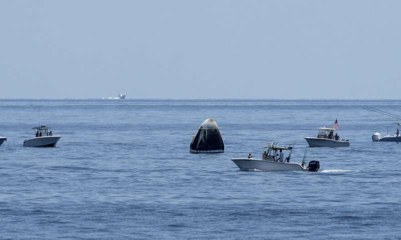 SpaceX capsule and NASA crew make 1st splashdown in 45 years
