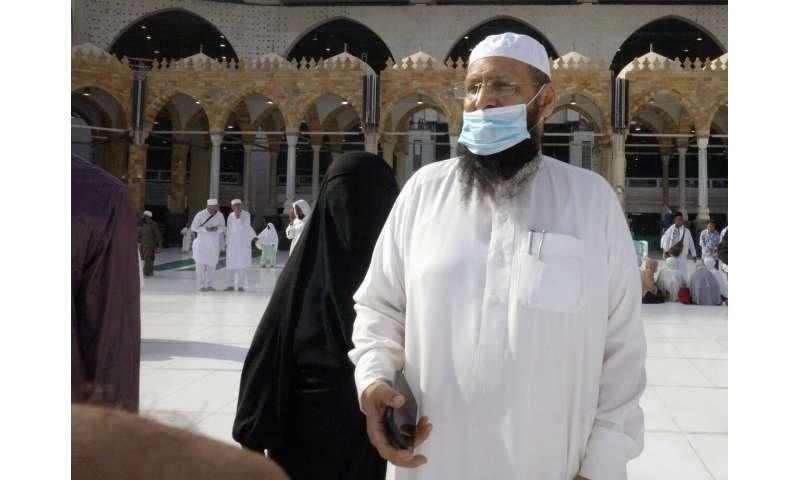 Airline hub UAE tells residents not to travel over virus