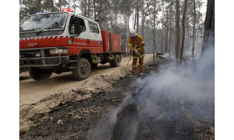 Australia turns from defense to offense in wildfire battle