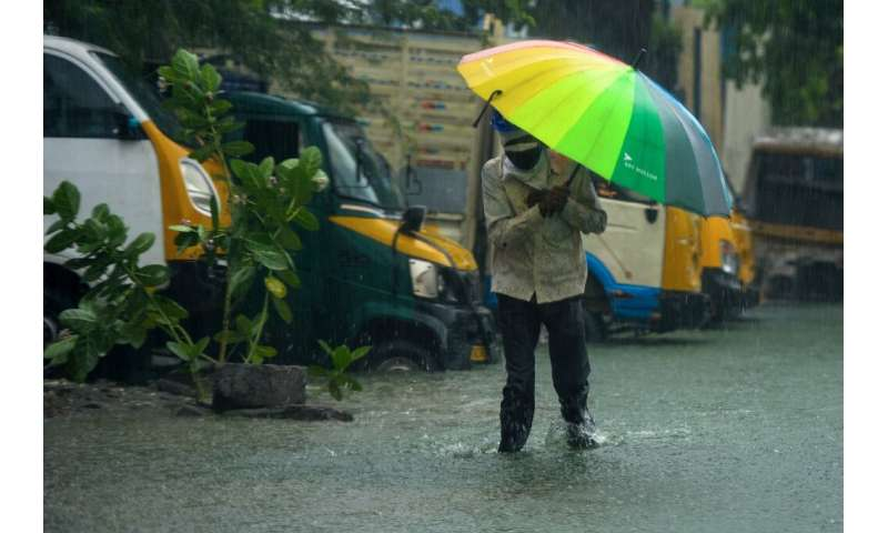 Authorities in south-eastern India evacuated several thousand people out of the path of Cyclone Nivar