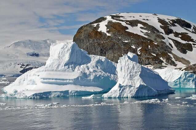 How ice scouring in the Antarctic disrupts ecosystems