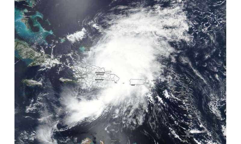 NASA examines water vapor and structure in Hurricane Isaias