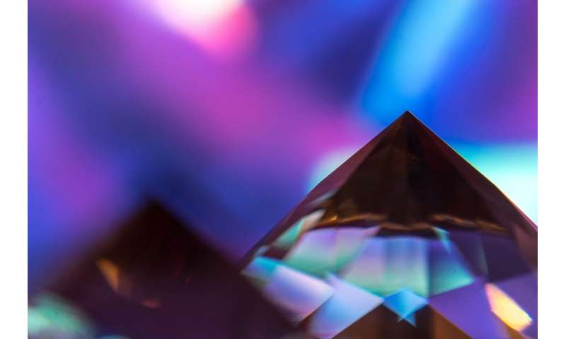 Scientists manage to capture light in a polymeric quasicrystal