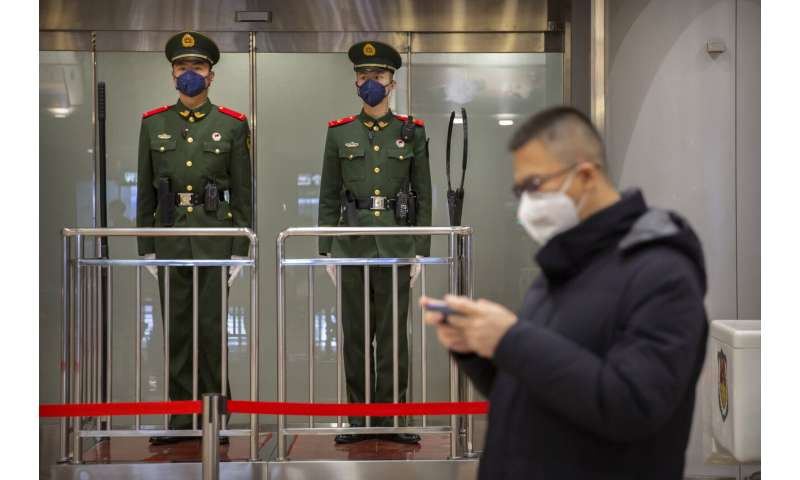 Virus cases in China top SARS as evacuations begin