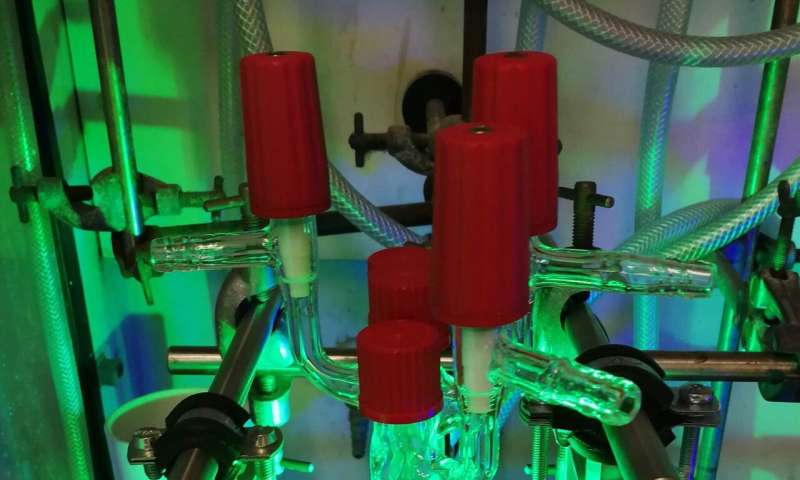 Catalyst enables reactions with the help of green light