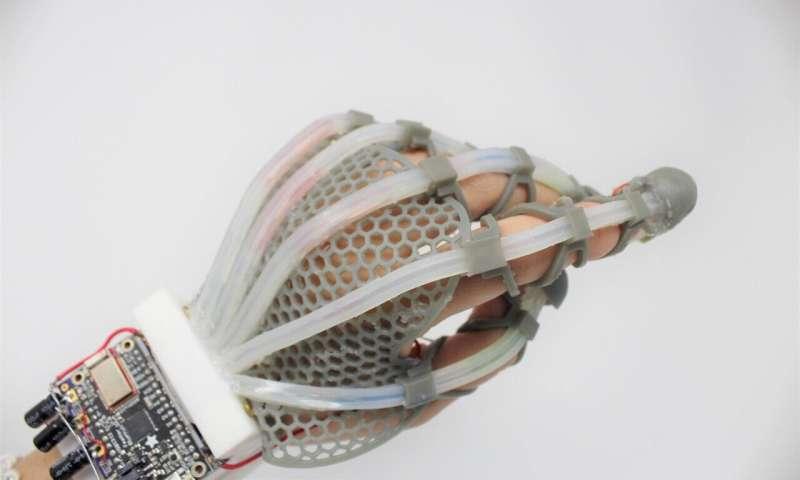 Sensor'kulit' yang merenggang memberikan sensasi manusia pada robot