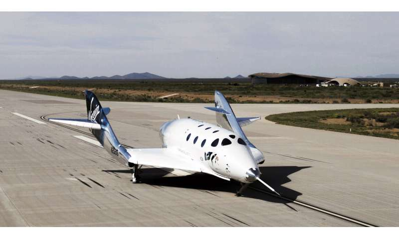 Virgin Galactic completes first glide flight in New Mexico