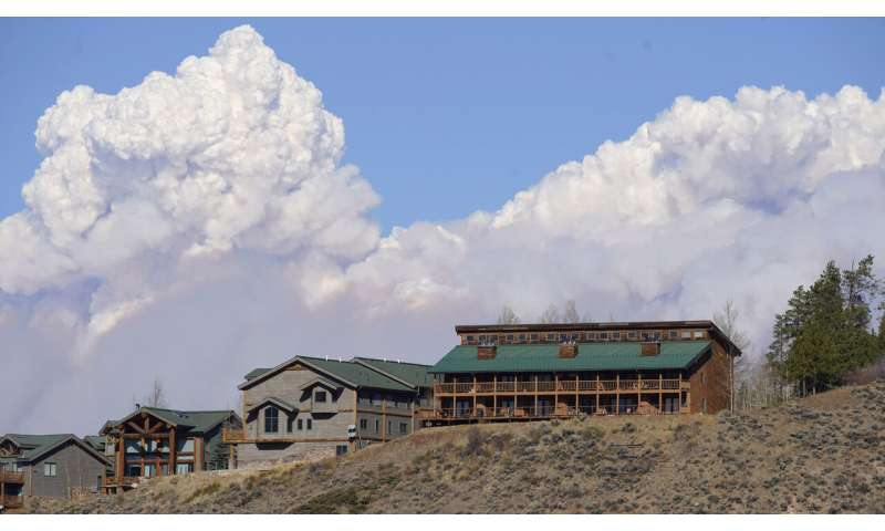 Colorado wildfires drag on later than normal, break records