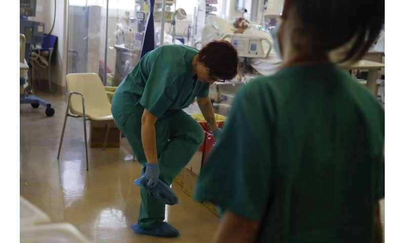 Italian hospitals face breaking point in fall virus surge