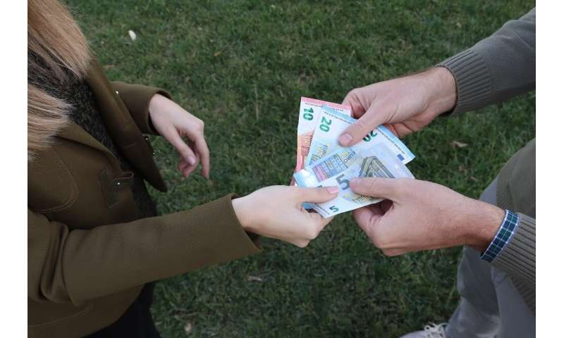 Researchers foresee the ongoing use of cash