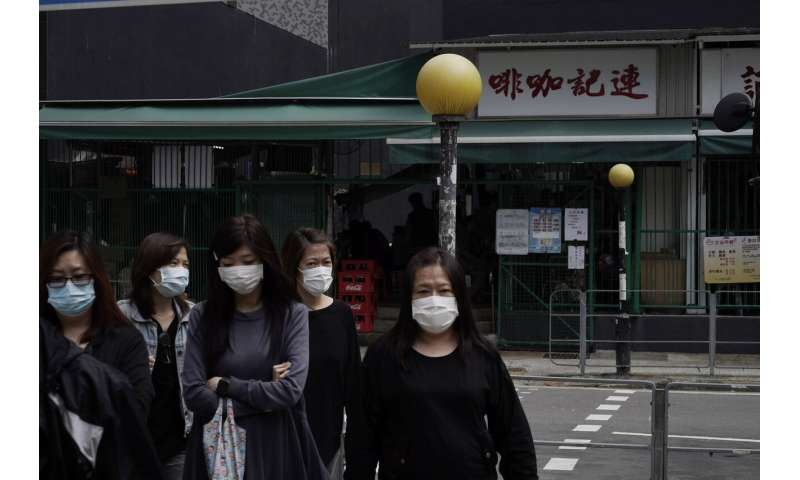 Vexés par la manière de contenir le virus, les pays prennent des mesures difficiles