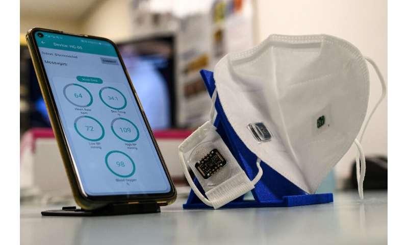 Masker wajah yang dikembangkan di Singapura dapat memberikan perlindungan kepada staf medis dan dapat memantau tanda-tanda vital pekerja migran di c