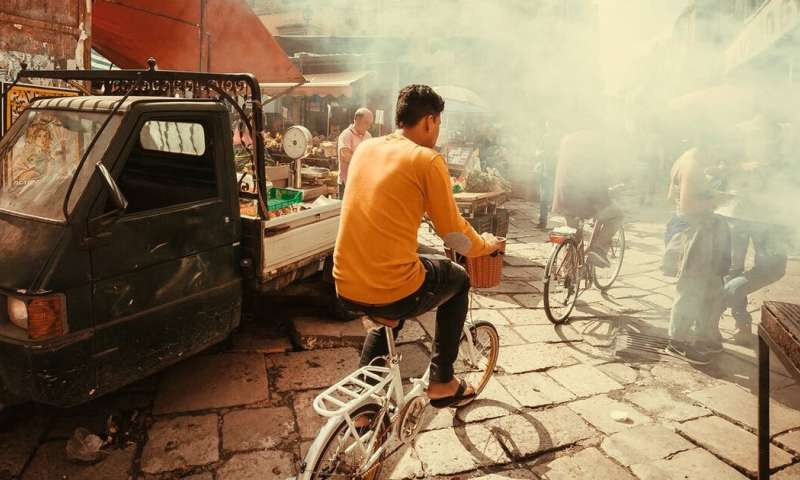 Air pollution: your exposure and health risk could depend on your class, ethnicity or gender
