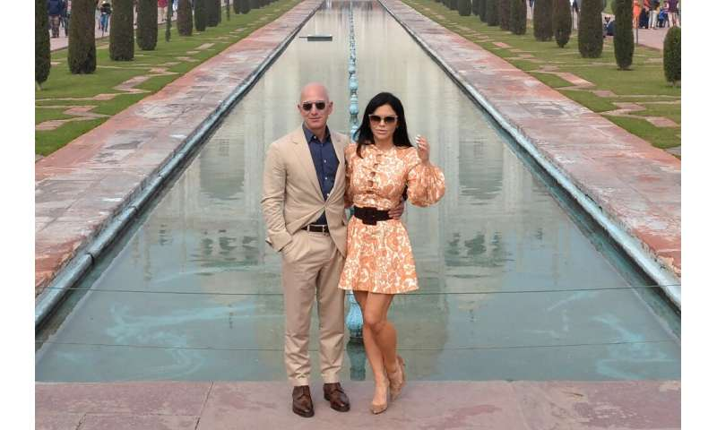 Amazon founder Jeff Bezos (L) and his girlfriend Lauren Sanchez pose during their visit to the Taj Mahal in India on January 21,