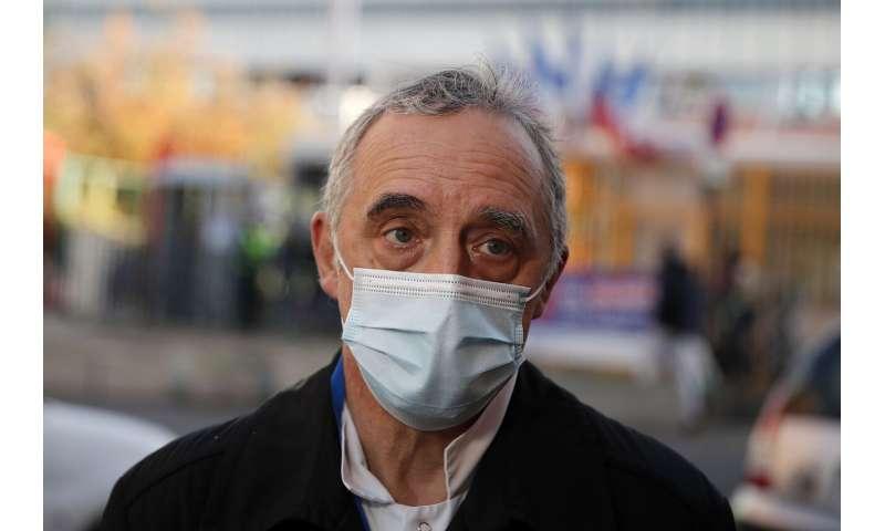 Amid virus surge, Paris hospitals begin to see signs of hope thumbnail