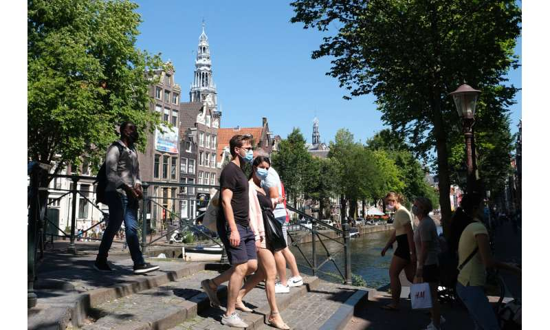 Amsterdam, Rotterdam order use of masks in busy streets