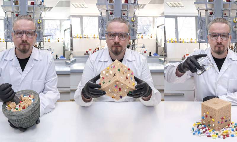 A new way to deliver drugs in MOFs