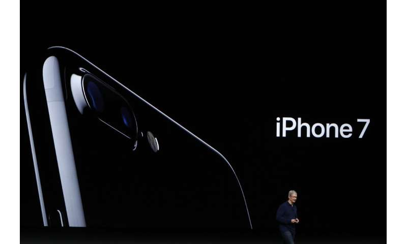 Apple agreed to a settlement in a class-action lawsuit alleging it slowed the performance of older handsets including the iPhone
