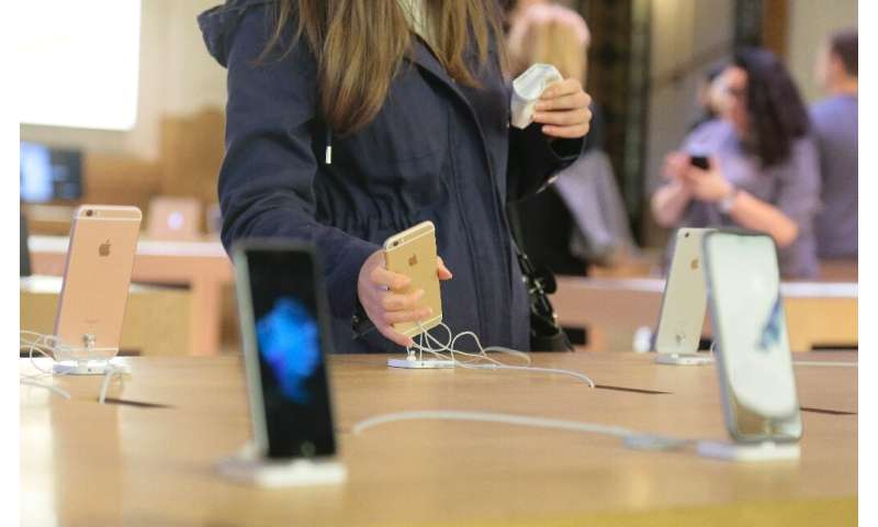 Apple didn't tell buyers that updates could slow down their iPhone