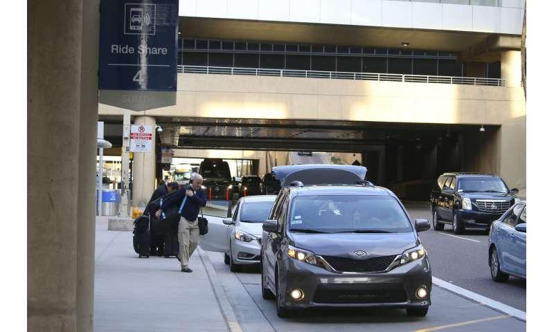 Arizona justices uphold Phoenix airport's Uber, Lyft fees