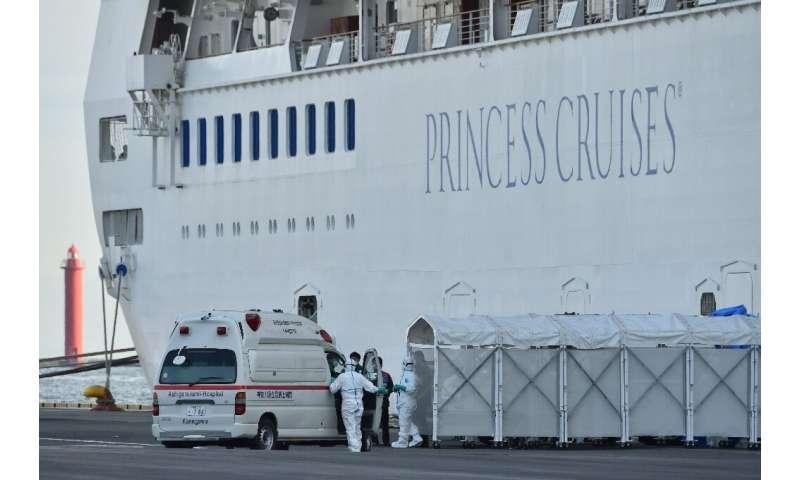 Navios de cruzeiro asiáticos se tornaram um ponto focal, já que dezenas de casos foram confirmados em um navio na costa do Japão