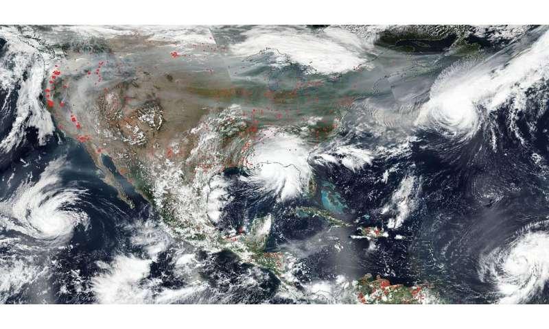 A medida que el humo de los incendios forestales envejece en la atmósfera, aumenta su toxicidad.