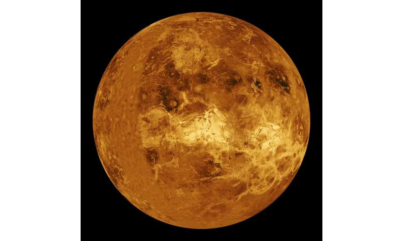 Atmospheric tidal waves maintain Venus' super-rotation