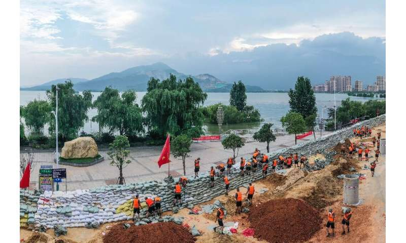 Chinese soldiers erect a sandbag barrier along the shore of Poyang lake after heavy seasonal rains in Jiujiang, in China's centr