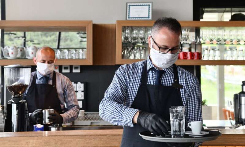 Dine in or walk away? How to tell if a venue is COVID safe in NSW