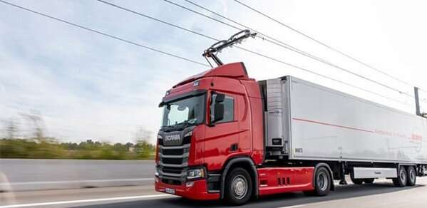 Electric roads will help cut UK road freight emissions, report says
