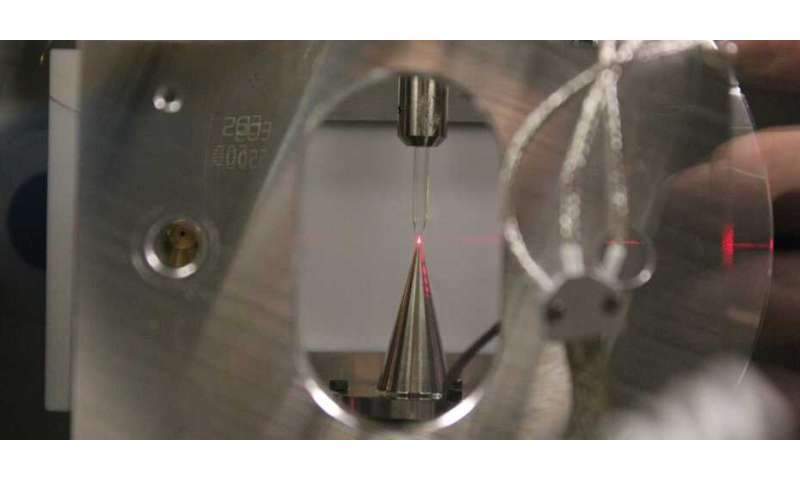 Electron movements in liquid measured in super-slow motion