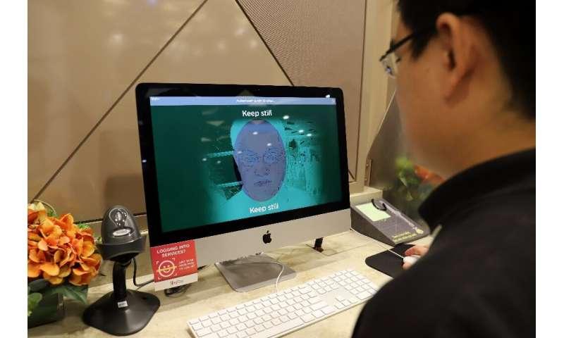 Teknologi pemindaian wajah tetap kontroversial meskipun penggunaannya semakin meningkat dan para kritikus telah mengemukakan kekhawatiran etis tentang hal itu di beberapa