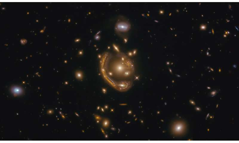 Hubble sees a 'molten ring' Hubbleseesam