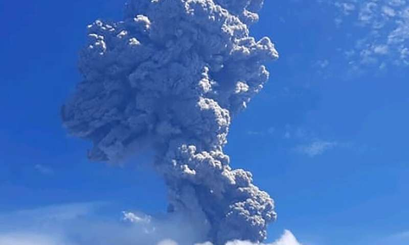 Indonesia's Mount Ili Lewotolok erupted Sunday, belching a column of smoke and ash four kilometres (2.5 miles) into the sky