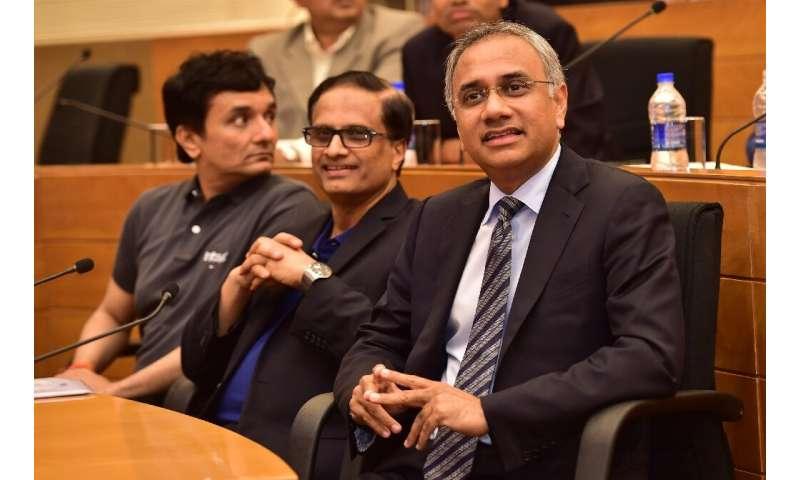Infosys said its probe had found no proof of misconduct or financial fraud by top executives including CEO Salil Parekh (R)