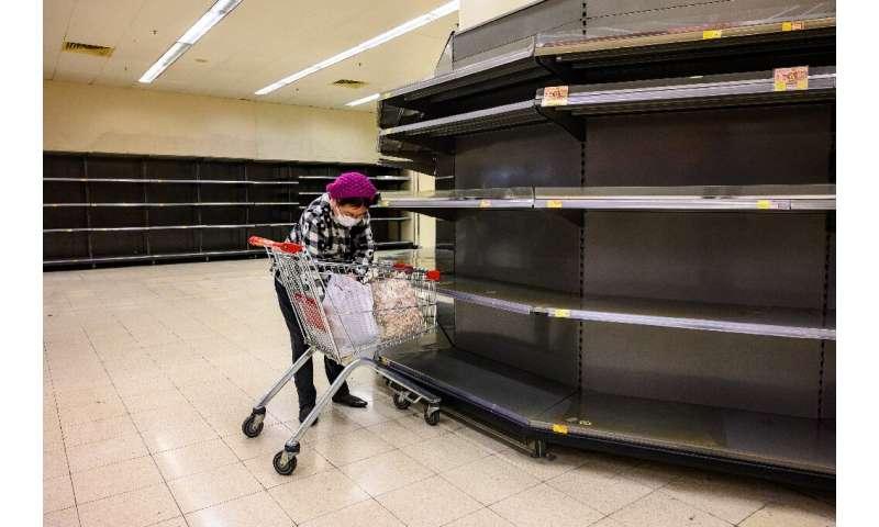 Na última semana, Hong Kong foi atingida por uma onda de compras de pânico nas prateleiras dos supermercados, frequentemente esvaziadas de produtos básicos.