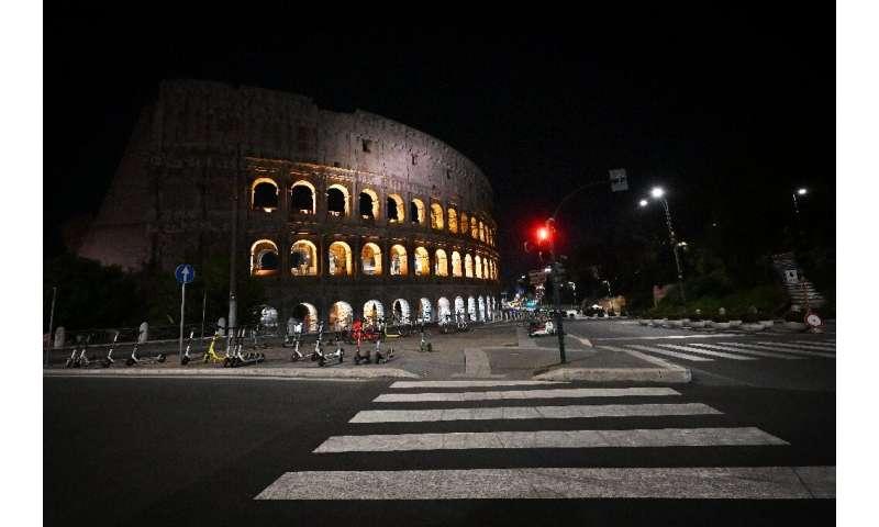ایتالیا برای مقابله با ویروس منع رفت و آمد ملی شبانه اعلام کرده است