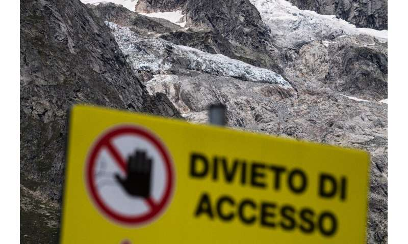 Last autumn, another section of ice from the Planpincieux glacier threatened to collapse