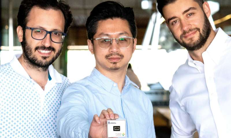 Light to electricity: New multi-material solar cells set new efficiency standard