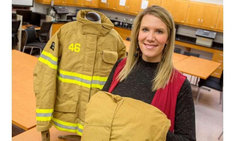 Male and female firefighters have different problems with protective suits