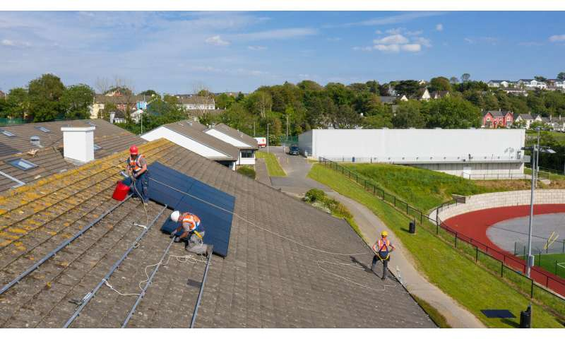 Microsoft demonstrates how to increase green energy one rooftop at a time