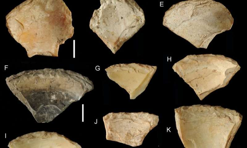Neandertals went underwater for their tools