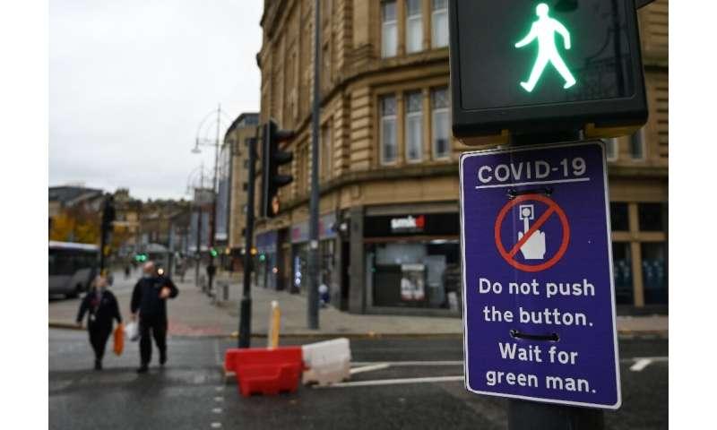 از عابران پیاده در شهر بردفورد در شمال انگلیس خواسته می شود که از ترس