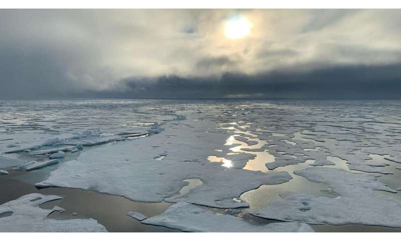 Scientists on Arctic mission make unplanned detour to pole
