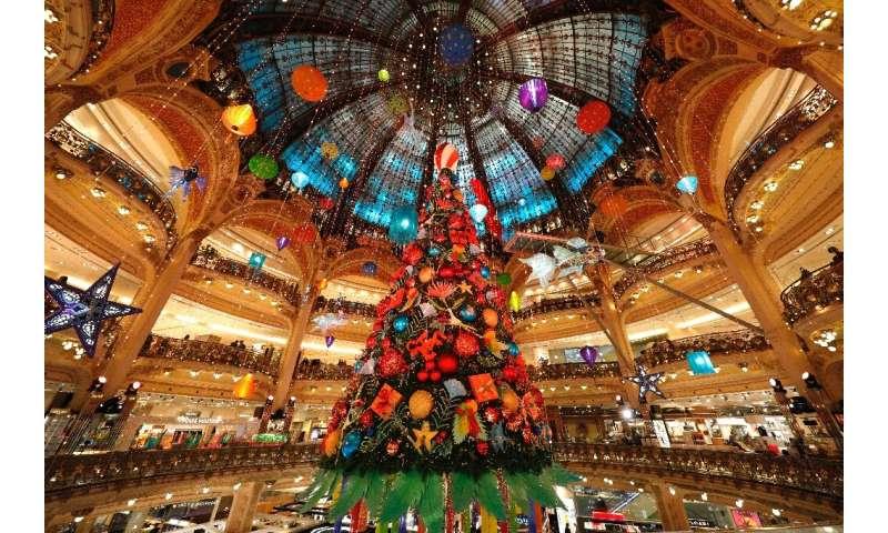 Europe virus toll crosses 400,000, shops reopen in France thumbnail