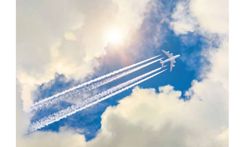 Small altitude changes could cut contrail impact of flights by up to 59 percent