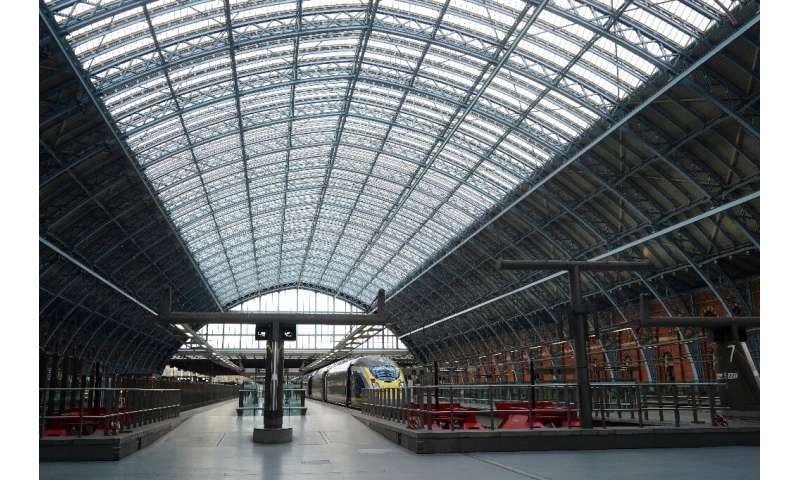 برخی از سرویس های قطار از انگلیس به دلیل اخبار ویروس به حالت تعلیق درآمده است