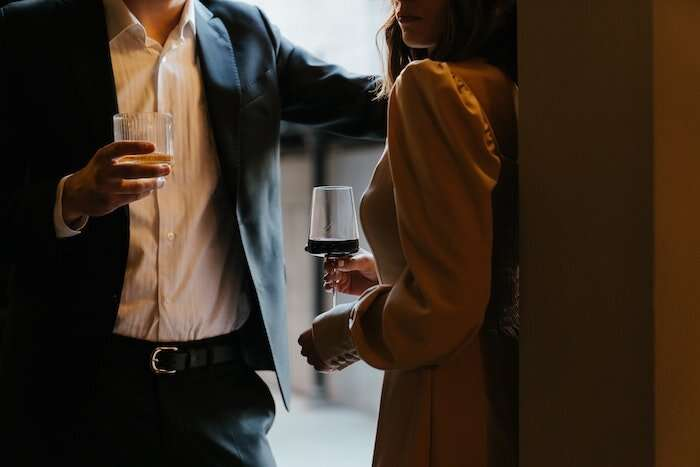 Study asks who's playing 'hard-to-get' and who's attracted by the ploy